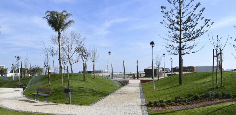 Praia de Monte Gordo com jardins renovados